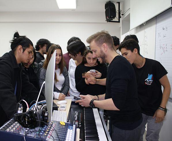 Noel Schajris dictó charla para alumnos de la carrera de Música de la UPC