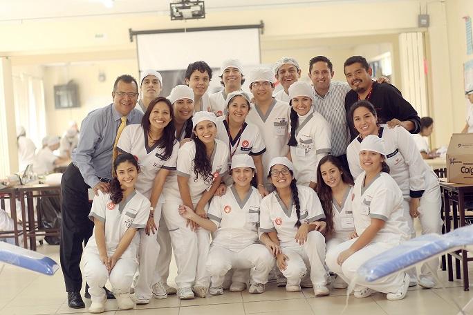 Alumnos de la carrera de Odontología de la UPC participan en la Semana de la Salud organizada por el Colegio Mayor